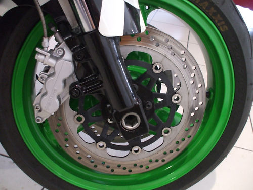 1992 kawasaki zxr 750 j1 benetton colours front wheel