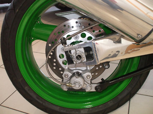 1992 kawasaki zxr 750 j1 benetton colours rear wheel