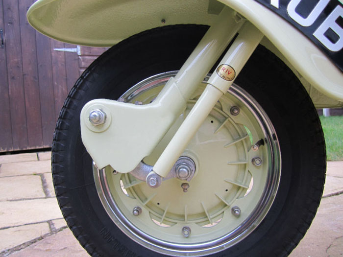 1958 tv175 series 1 lambretta innocenti front wheel